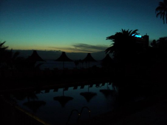 Harbour Club: The pool at night