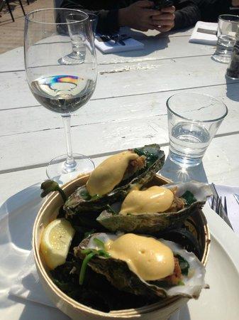 The Harbour Club: Gefrituurde oesters met hollandaise saus , top gerecht !!!