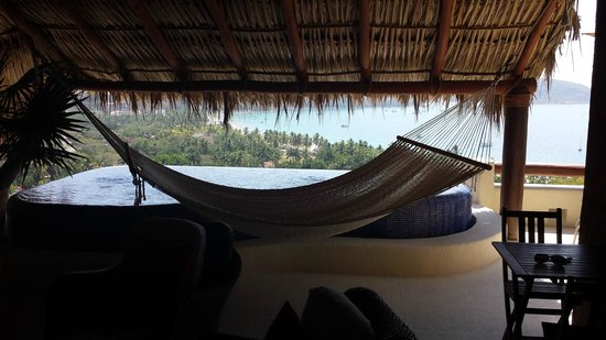Hotel Cinco Sentidos : hammock and dipping pool with unbelievable view