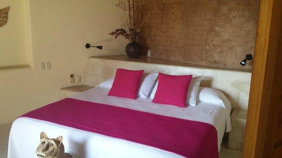 Hotel Cinco Sentidos: The bedroom