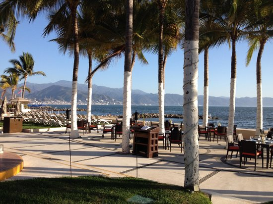 Westin Resort & Spa Puerto Vallarta : Beach front dining at Arrecifes