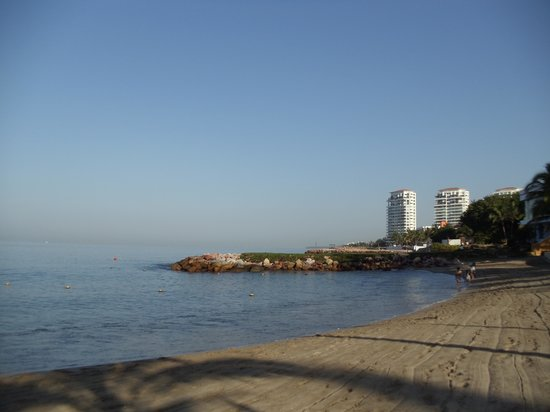 Westin Resort & Spa Puerto Vallarta : Beach a.m. looking northwest