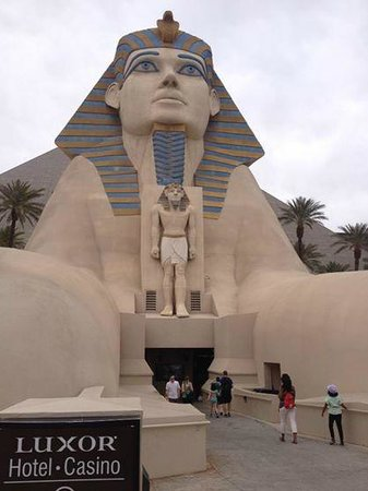 Luxor Las Vegas: View from tram exit