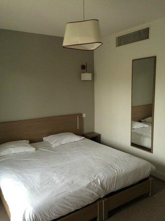 Comfort Suites Cannes Mandelieu : Habitación