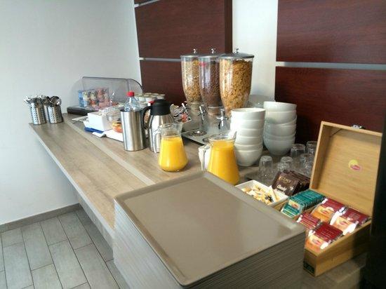 Comfort Suites Cannes Mandelieu : Desayuno