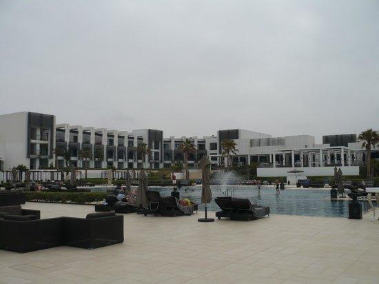 Sofitel Agadir Thalassa Sea & Spa: vue d'ensemble de l'espace piscine
