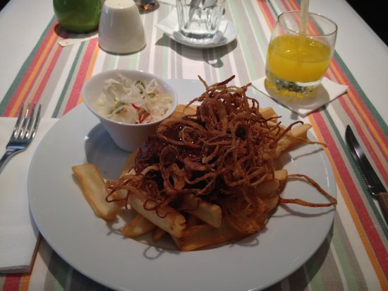 Menza : Steak with fried onions and fries