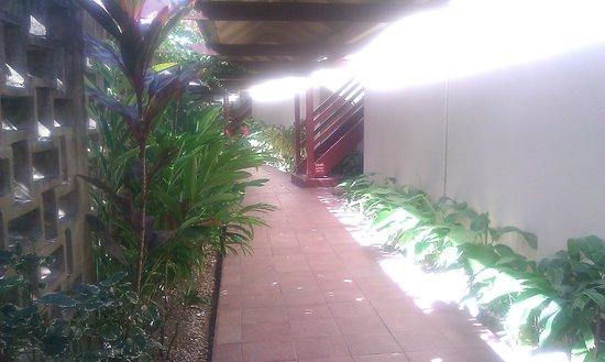 Turtle Beach by Rex Resorts: Inside walkway to Rooms