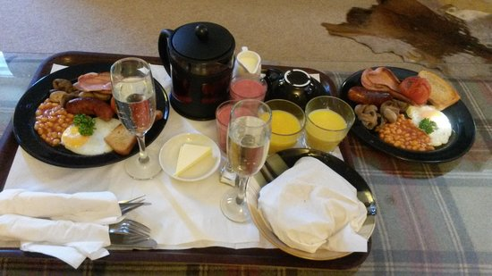 Aphrodites Boutique Hotel : breakfast in bed