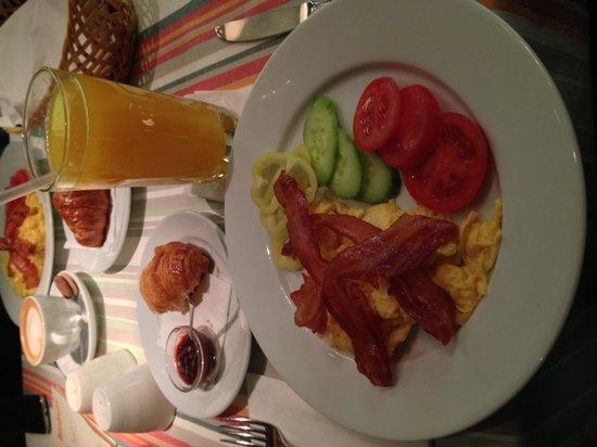 Menza : Breakfast