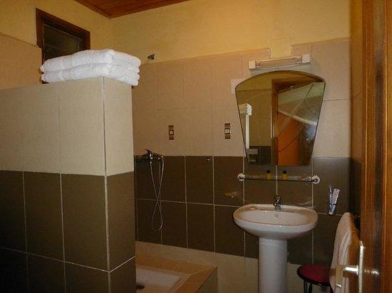 Setam Lodge: La salle de bains