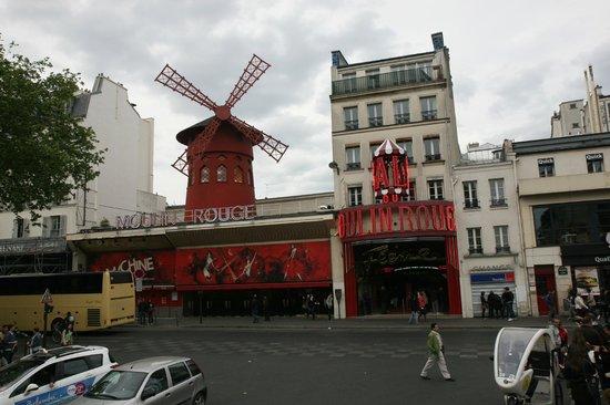 Ibis Paris Gare du Nord Chateau Landon : Мулен Руж