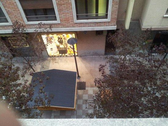 Hotel Tivoli: Vista terraza y calle peatonal desde habitación 302