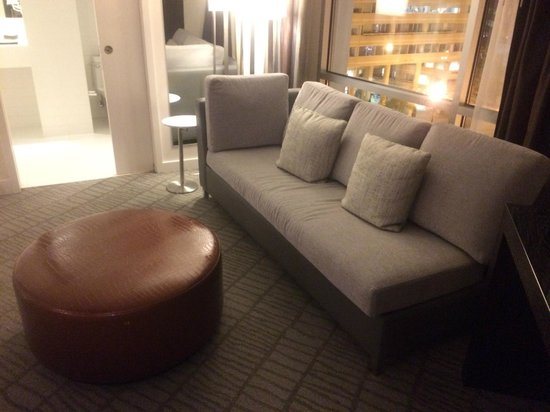 The Donovan, a Kimpton Hotel: Nice couch