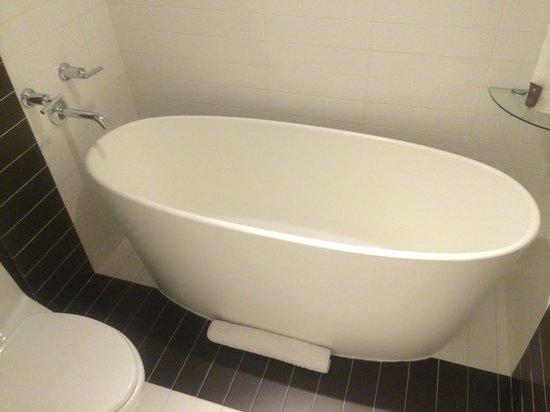 Kimpton Donovan Hotel : Bathtub