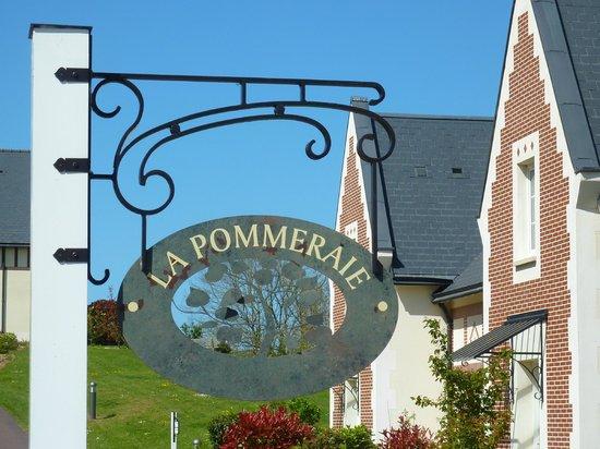 Pierre & Vacances Residence Premium Résidence & Spa : enseigne quartier la pommeraie