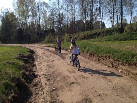 Kania Lodge: bicycling around the lake