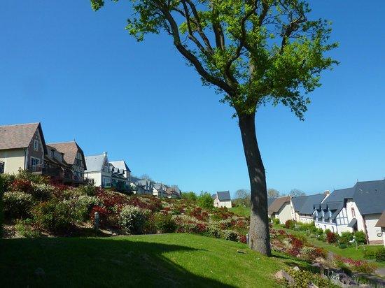 Pierre & Vacances Residence Premium Résidence & Spa : quartiers la lanterne en haut et la pommeraie en bas