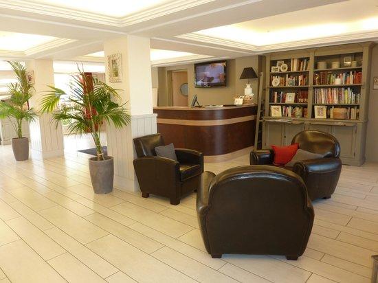 Pierre & Vacances Residence Premium Résidence & Spa : espace accueil