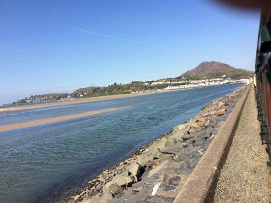 Ffestiniog & Welsh Highland Railways: Leaving Porthmadog