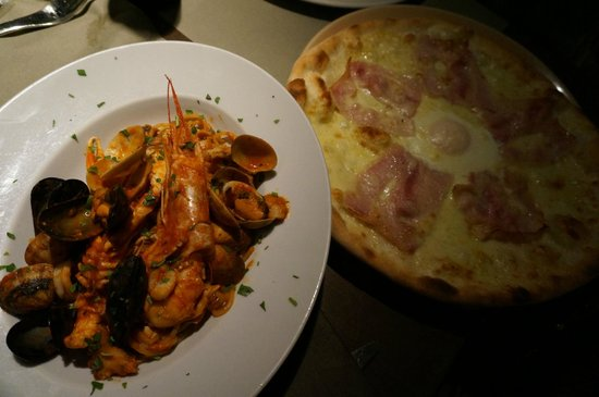 Muro Frari: Come here for the pizza and ambience!