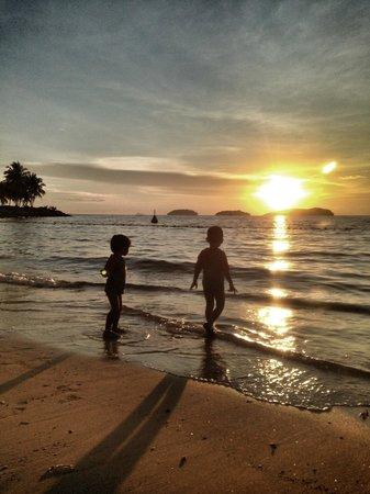 Sutera Harbour Resort (The Pacific Sutera & The Magellan Sutera) : Sunset at hotel sutera pacific beach