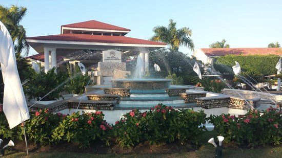 The Tropical at Lifestyle Holidays Vacation Resort: Front of Hotel