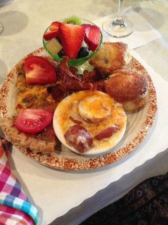 Federal Grove Bed and Breakfast: My beautiful breakfast