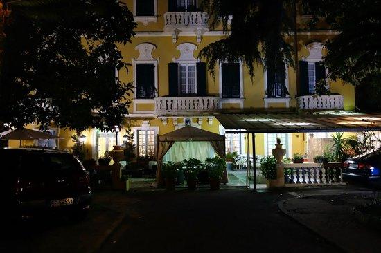 Hotel Mediterraneo : Façade