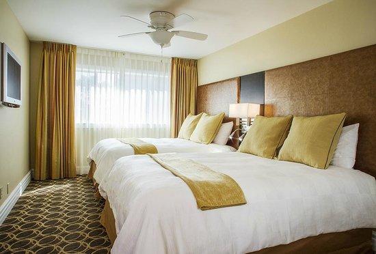 مارين سويتس هوتل: Bedroom with Two Queen Beds