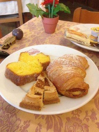 Albergo Paradiso: Ottima colazione