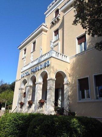 Albergo Paradiso: L'ingresso dell'albergo