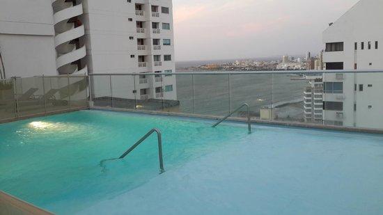 Hampton by Hilton Cartagena: Piscina