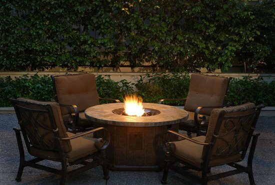 Marin Suites Hotel : Outdoor Fire Area