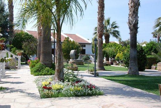 Almond Holiday Village : Gardens & accommodation