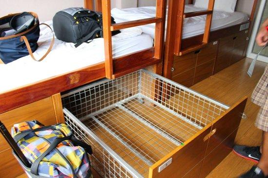 Pak-Up Hostel : spacious lockers