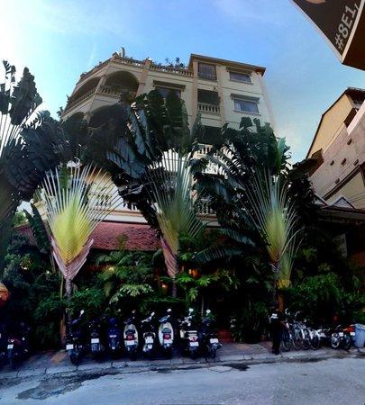 Anise Hotel: hotel outside