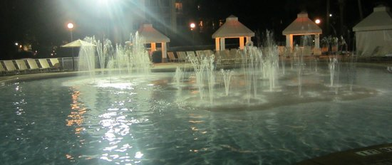 Sheraton Vistana Resort - Lake Buena Vista: Cascades pool at night
