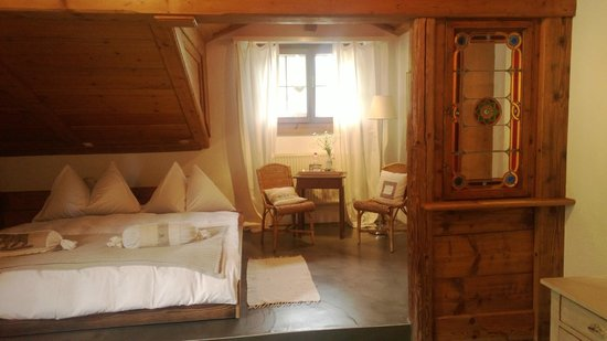 Silvi's Dream Catcher Inn Guesthouse: Fabulous room for couple w/in-room hot tub