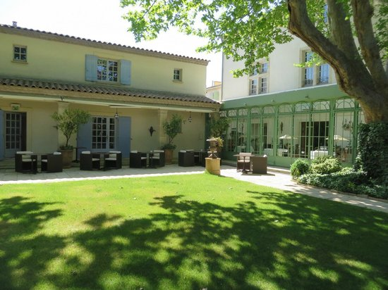 Villa Mazarin : vue du jardin détente