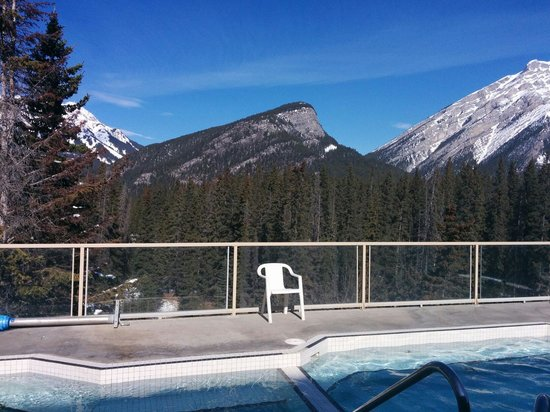Inns Of Banff: Outdoor hot tub