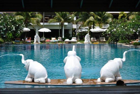 Naithonburi Beach Resort : Бассейн