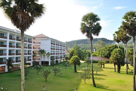 Naithonburi Beach Resort : Внутренний двор отеля