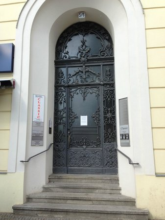 Hotel-Pension Classic: Eingangstür