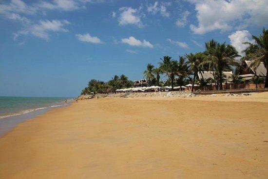 Mukdara Beach Villa and Spa Resort: Strand