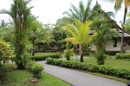 Mukdara Beach Villa and Spa Resort : Bungalow Garden