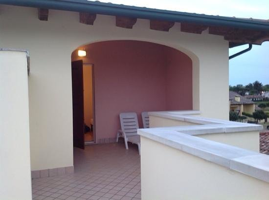 Airone Bianco Residence Village : terrazzino