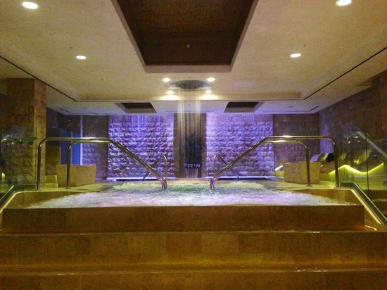 Qua Baths & Spa: Pools area