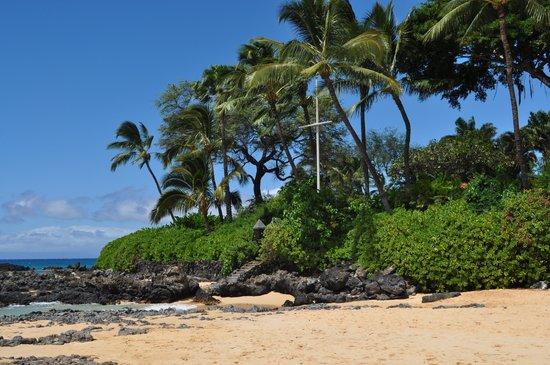 Wailea Beach: Cross at Secret Beach in Wailea, Maui