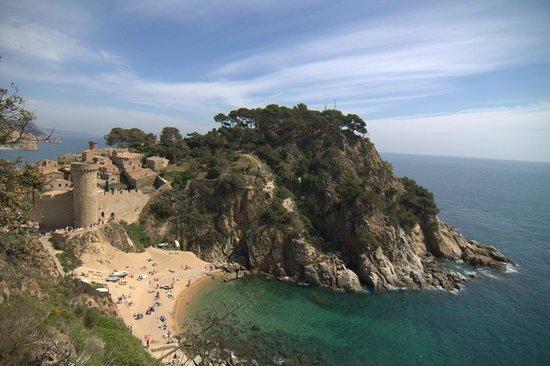 Castillo de Tossa de Mar: Cala detrás de la muralla